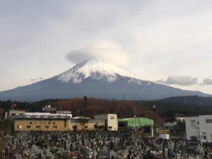 笠雲をかぶった富士山