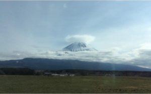 富士山に笠雲がかかっている
